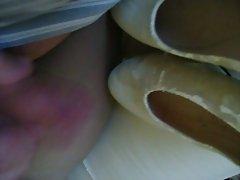 abspritzen auf die Schuhe meiner Frau