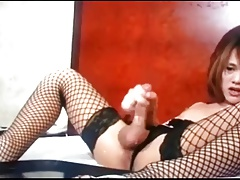 nice cumshot from ladyboy