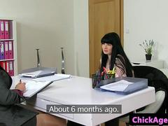 Les female agent pussylicked and fingered