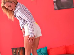 Tiny blonde teen shows off her dripping wet jelly roll
