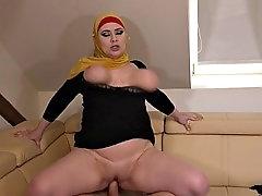 busty hijab girl