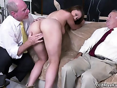 Young cheerleader Ivy impresses with her giant