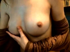amateur vicctoriaa flashing boobs on live webcam
