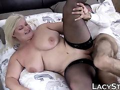 Brit grannie Lacey Starr railing foreign trunk for cum shot