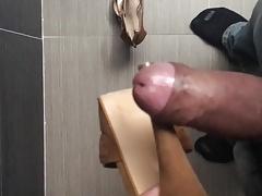 Masturbandome con tacones